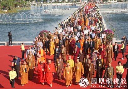 """第五届世界佛教论坛中外高僧共植""""同愿林""""(图)"""