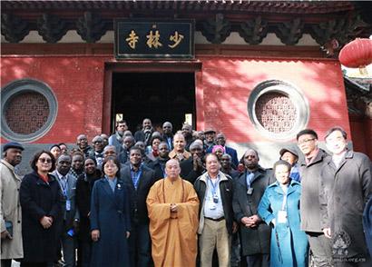 非洲国家驻华使节团参访少林寺(图)