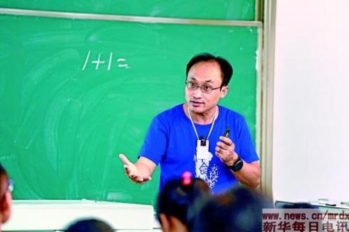 武汉大学哲学学院苏德超教授走红 曾在黑暗中讲课两小时无人离开(图)