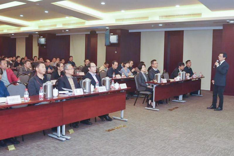 上海市民族宗教局举办国家安全教育专题报告会(图)