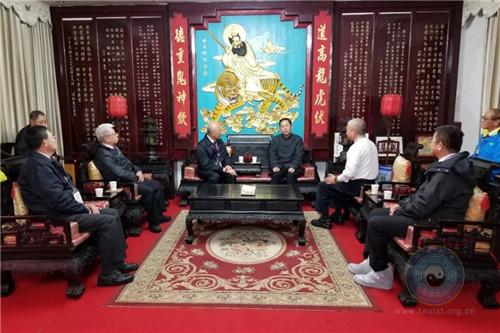 台湾中华传统宗教总会参访团到天师府参访(图)