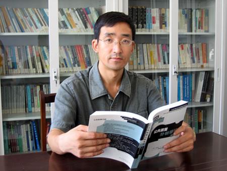 辽宁大学永惺佛学研究中心张学本副教授(图)