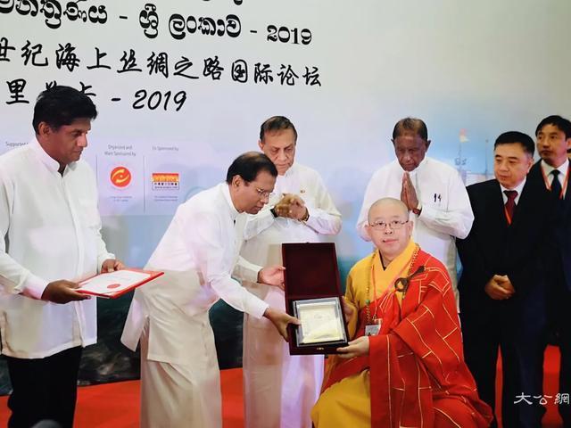 中国佛教协会副会长纯一法师获颁斯里兰卡国际法显文化贡献奖及荣誉勋章(图)