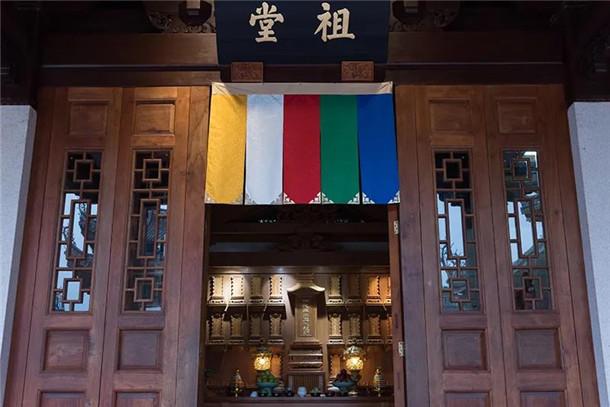 厦门南普陀寺和闽南佛学院常住僧众、学僧扫塔祭祖(图)