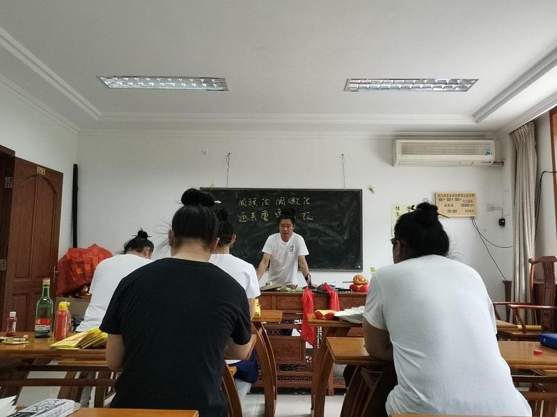 北京市道教协会组织学习《中华人民共和国国旗法》(图)