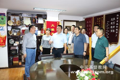 中国基督教协会驻会副会长兼总干事单渭祥牧师走访陕西省基督教两会、陕西圣经学校(图)