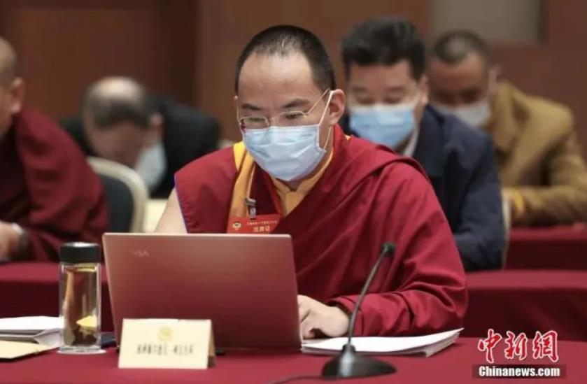 十一世班禅:藏传佛教界人士要做新时代的服务者、建设者和贡献者(图)
