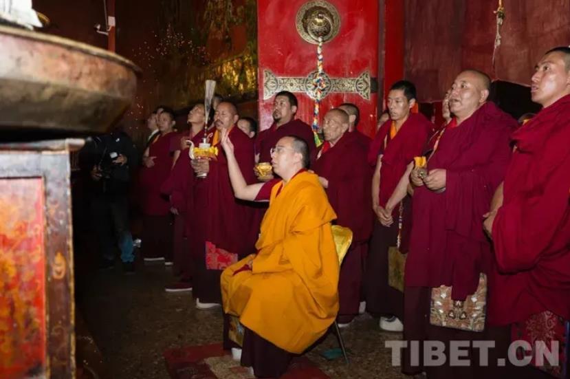 全国政协常委、中国佛教协会副会长班禅额尔德尼·确吉杰布:铸牢中华民族共同体意识,推进藏传佛教中国化(图)